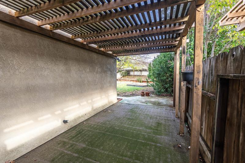 1728 Westfield 23 Backyard.jpg