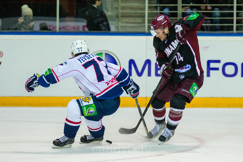 Yevseyenkov Alexander (77) tries to stop Jamie Johnson (74)