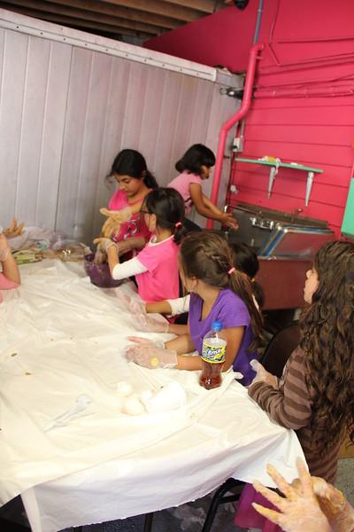 kars4kids_thezone_camp_girlsDivsion_activities_baking (2).JPG