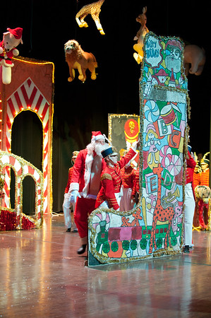 Toyland Parade: The Claus