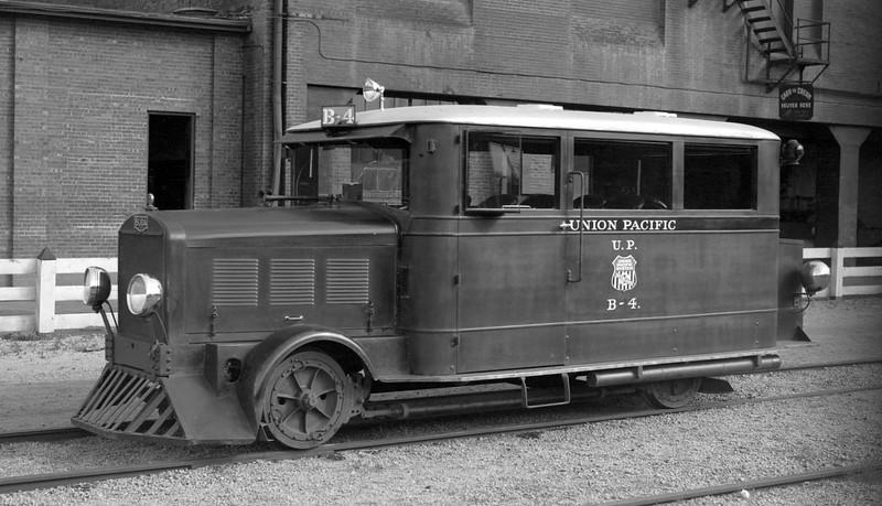 UP_Buda_B-4_Denver_July-10-1933_Otto-Perry-photo_OP-19454.jpg