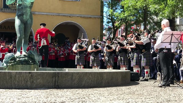 Koncert med Pipes and Drums.