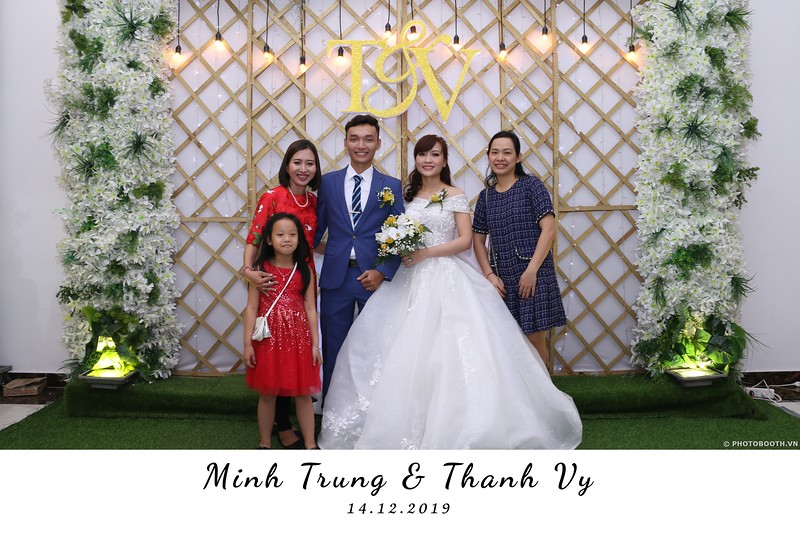 Trung-Vy-wedding-instant-print-photo-booth-Chup-anh-in-hinh-lay-lien-Tiec-cuoi-WefieBox-Photobooth-Vietnam-062.jpg
