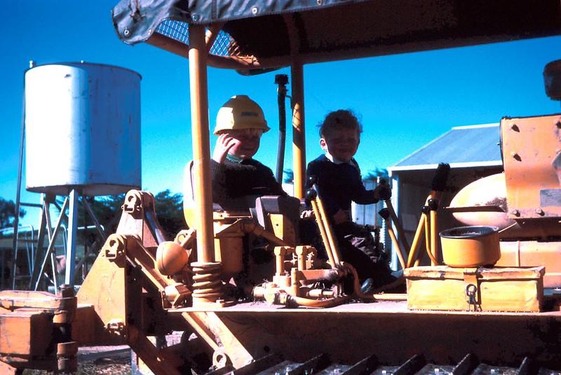 1972-10 (14) Andrew & Allen on bulldozer.jpg