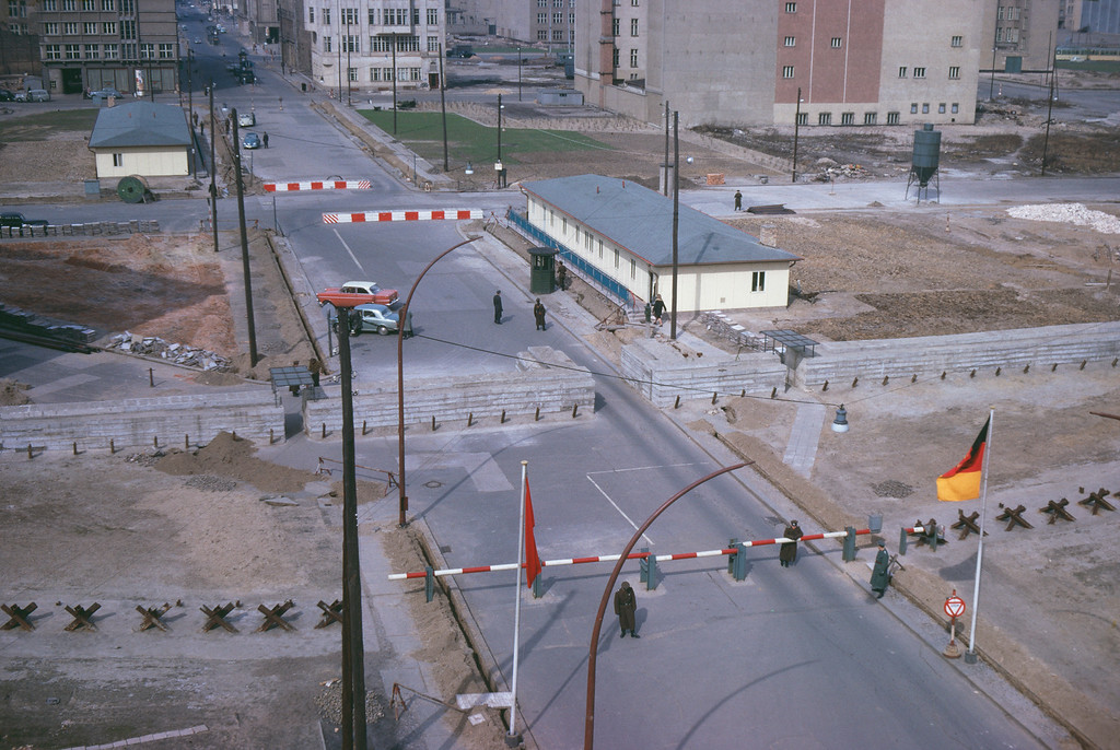 . View of the \'Checkpoint Charlie\' border crossing between West and East Berlin, Germany, 1960s. (Photo by Hulton Archive/Getty Images)