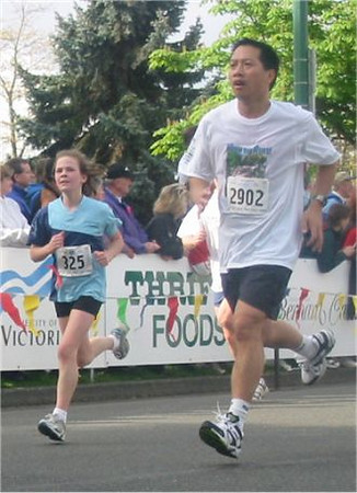 2003 Times-Colonist 10K - Runners come in all sizes