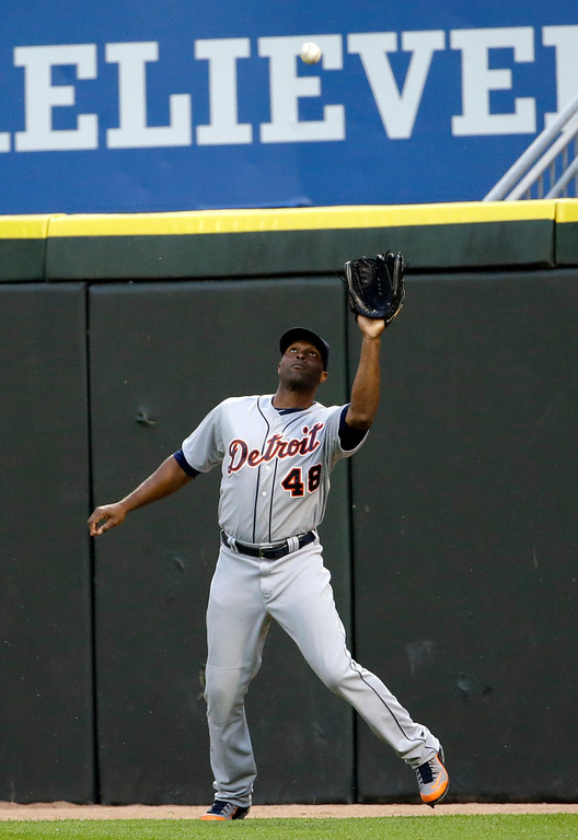 . Detroit Tigers right fielder Tori Hunter catches a fly ball hit by Chicago White Sox\'s Gordon Beckham during the third inning of a baseball game in Chicago, Thursday, June 12, 2014. (AP Photo/Nam Y. Huh)