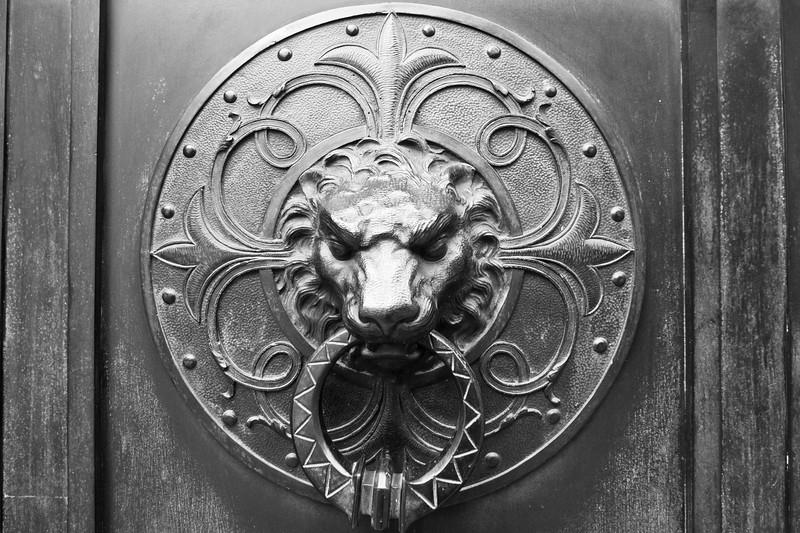 recoleta-door-knock_5735214807_o.jpg