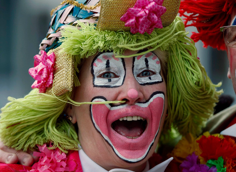 ". A woman dressed as clown celebrates ""Weiberfastnacht\"" (Women\'s Carnival) in Cologne February 7, 2013. Women\'s Carnival marks the start of a week of street festivals, the highlight of the event being \""Rosenmontag\"" (Rose Monday), the final day of the carnival where mass processions are held. REUTERS/Ina Fassbender"