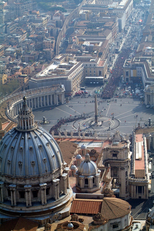 . In this photo released by Italian Polizia Moderna police magazine staff, an aerial view of St. Peter\'s Basilica, square and Via della Conciliazione boulevard,  at the Vatican Thursday April 7, 2005, ahead of Pope John Paul II\'s funeral scheduled for Friday April 8, 2005.(AP Photo/Polizia Moderna, HO)