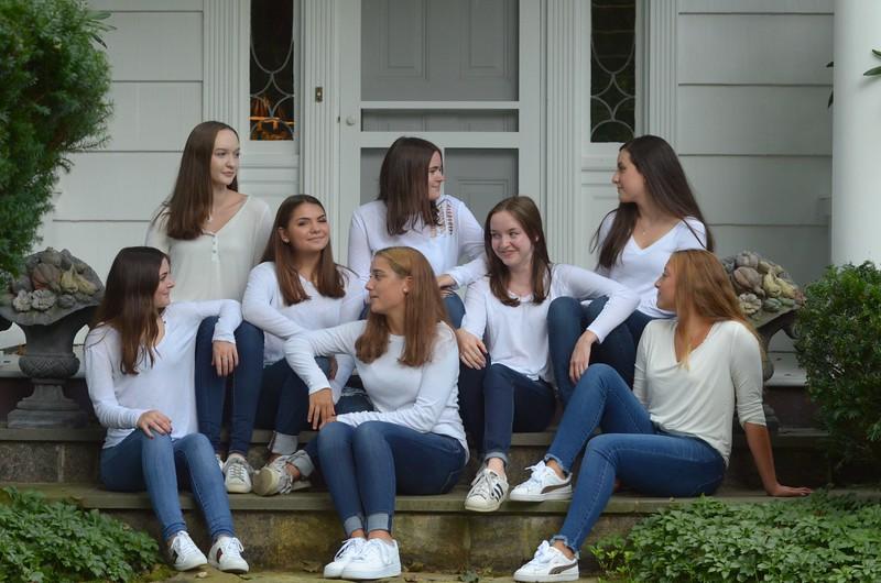 Julia Friend Group Pics - 40 of 308.jpg