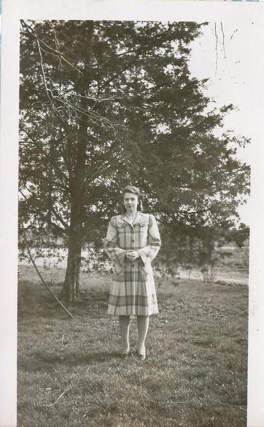 Eileen Clark 1942 (Easter).jpg