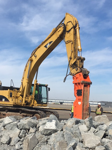 NPK GH23 hydraulic hammer on Cat 345C excavator - Golden Triangle, Pittsburgh International Airport - Mar 2018 (6).JPG