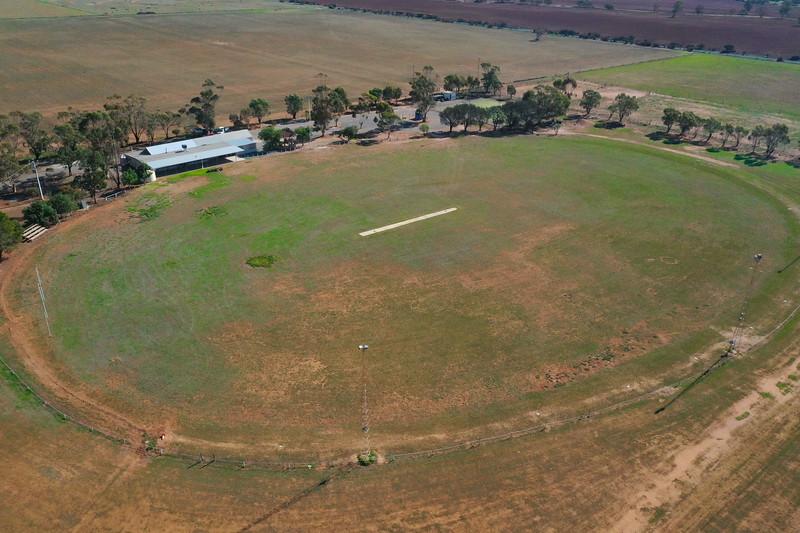 Sedan Oval