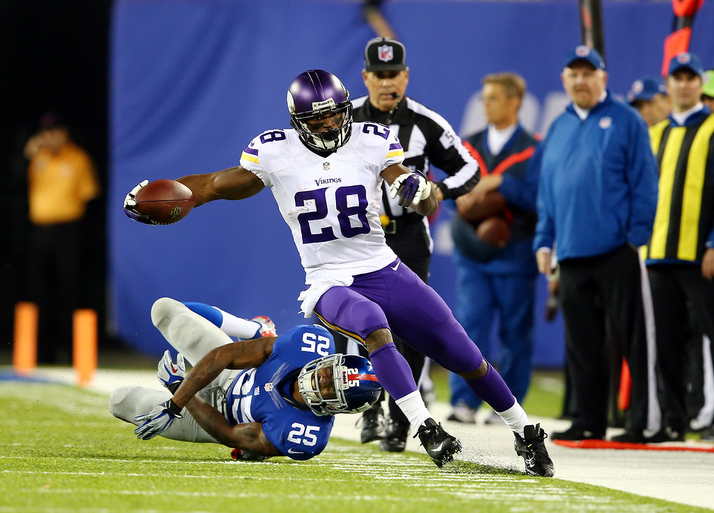 . Running back Adrian Peterson #28 of the Minnesota Vikings avoids a tackle by defensive back Will Hill #25 of the New York Giants during a game at MetLife Stadium on October 21, 2013 in East Rutherford, New Jersey.  (Photo by Elsa/Getty Images)