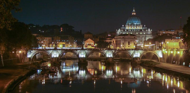 seeyounexttrip-italy-rome-st-peters-basilica-at-night.jpg