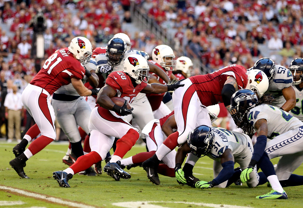 . GLENDALE, AZ - OCTOBER 17:  Running back Rashard Mendenhall #28 of the Arizona Cardinals runs with the ball against the Seattle Seahawks during a game at the University of Phoenix Stadium on October 17, 2013 in Glendale, Arizona.  (Photo by Christian Petersen/Getty Images)