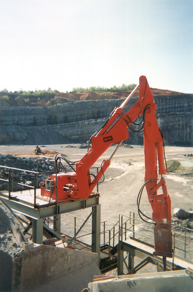 NPK B600 pedestal boom system with E207 hydraulic hammer-breaking bridged rock in quarry (1).jpg