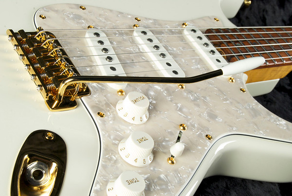 Retro Classic #3213 Aged Olympic White, Brazilian Rosewood fingerboard, Gold Hardware.