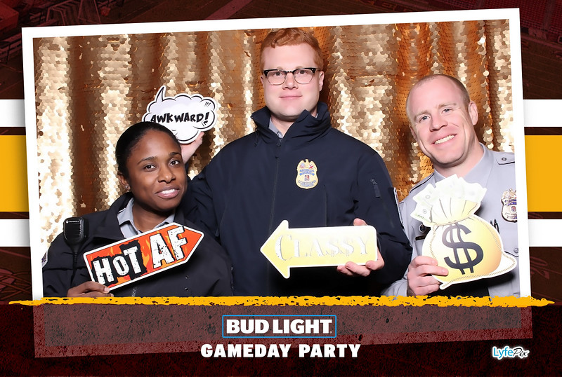 washington-redskins-philadelphia-eagles-football-bud-light-photobooth-20181203-221004.jpg