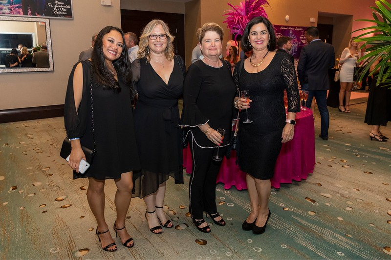 2019_11_Yachtail_Party_00128.jpg