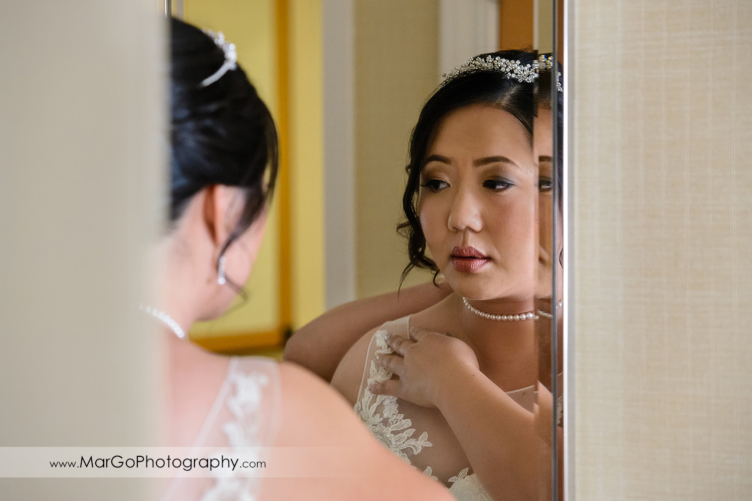 bride getting ready in front of the mirror at Hilton San Francisco Airport Bayfront in Burlingame