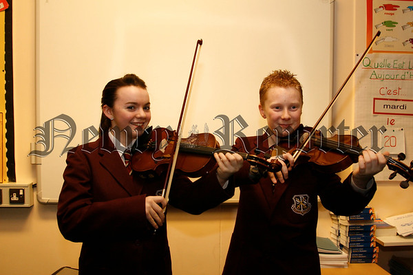 Ronan Sharkey & Mairead Quigley get some practise in before the concert,07W14N72