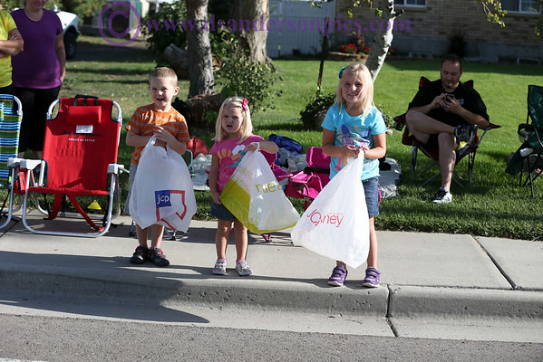 2013 08 10 GRANDKIDS AT BLUFFDALE PARADE