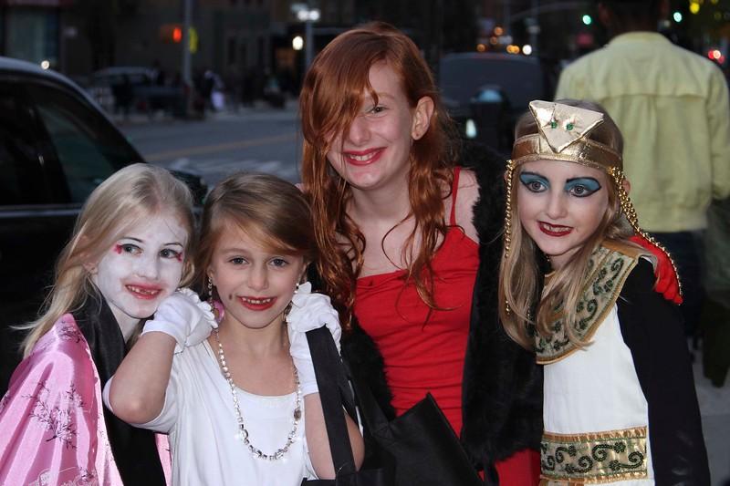 2011.10.31 Street Halloween Parade.ss-13.jpg