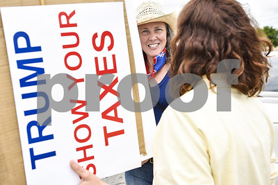 tylerites-join-voices-nationwide-in-rallies-seeking-president-trumps-tax-returns