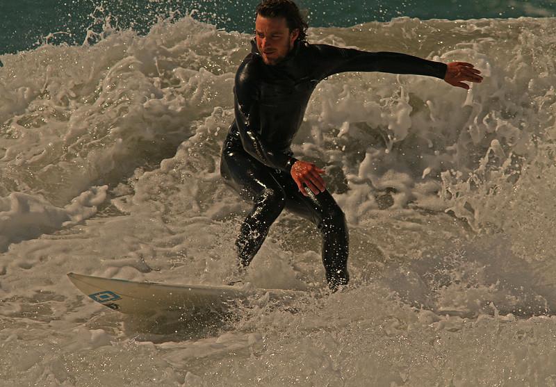 surferclosefrothywave1600.jpg