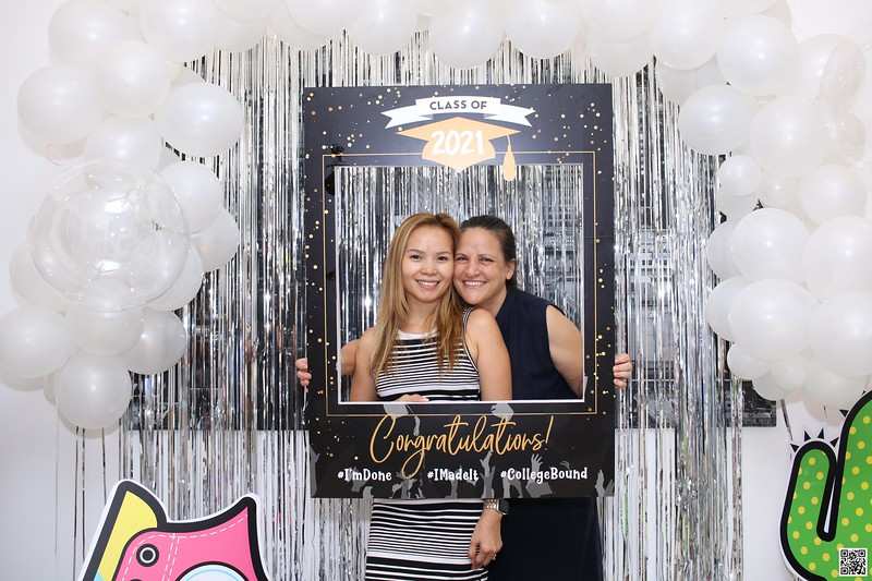 graduation-party-class-of-2021-instant-print-photo-booth-in-ho-chi-minh-Chup-hinh-in-anh-lay-lien-Tiec-Tot-Nghiep-2021-WefieBox-Photobooth-Vietnam-cho-thue-photo-booth-053.jpg