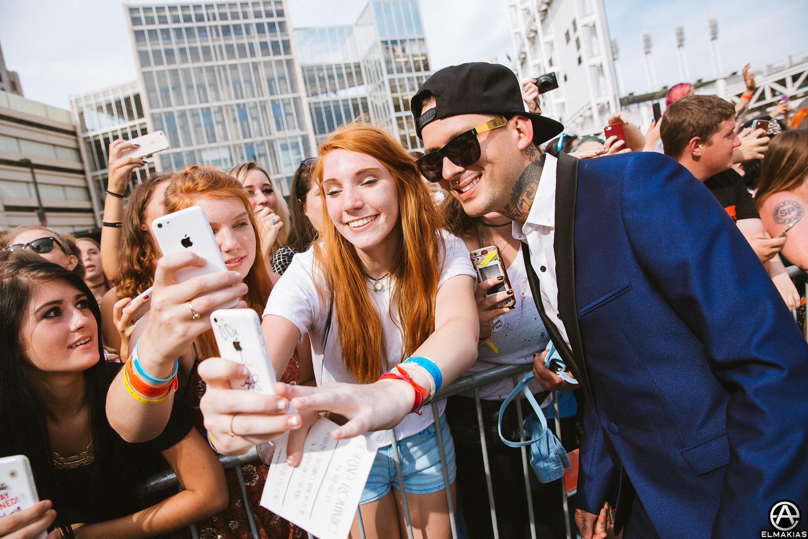 Pierce The Veil selfies at the APMAs 2015 by Adam Elmakias