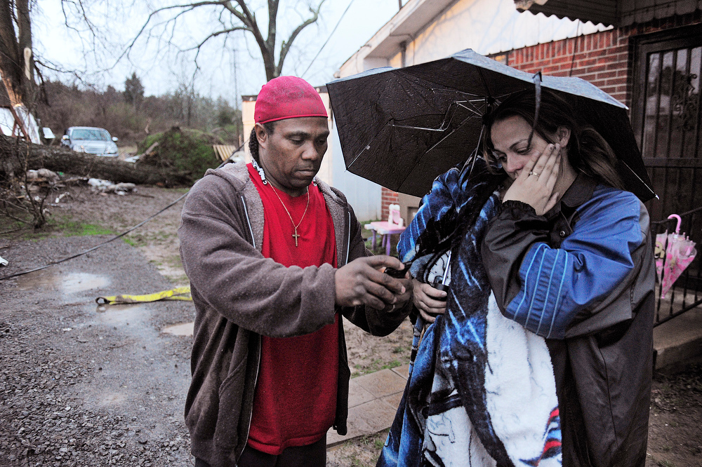 Description of . Darrell Lockridge consoles his wife Samantha in Bordeaux section of Nashville, Tenn., Wednesday Jan. 30, 2013.  Her uncle, Vernon Hartsell was killed when a large tree fell on the shed where he was taking shelter.  (AP Photo/The Tennessean, John Partipilo)