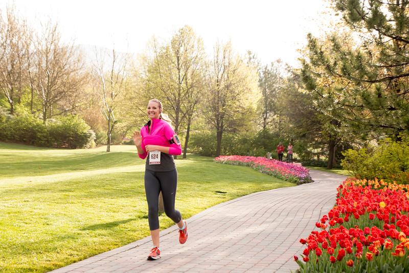 TulipFestHalfMarathon_Runners_Gardens_2015_IMG_5113.jpg