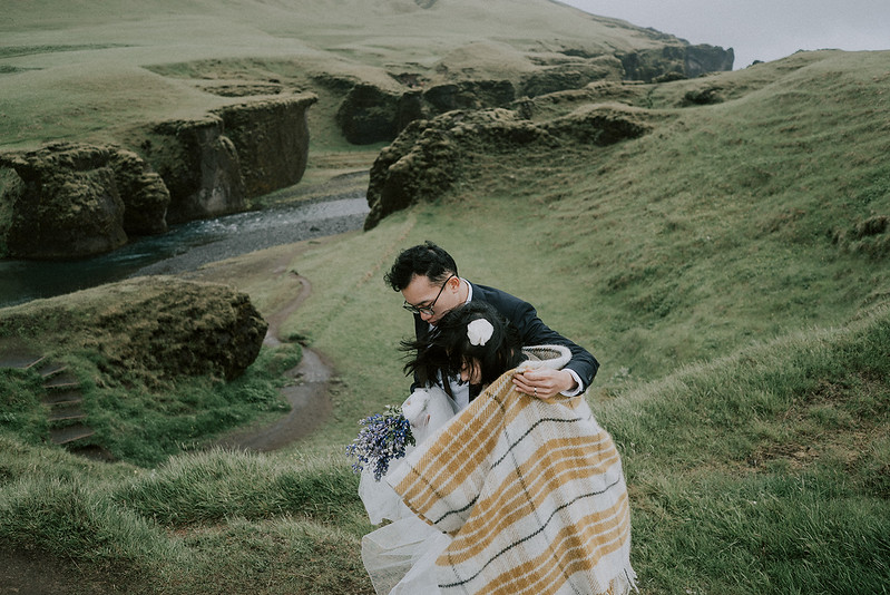 Tu-Nguyen-Destination-Wedding-Photographer-Iceland-Elopement-Fjaðrárgljúfur-16-150a-26.jpg