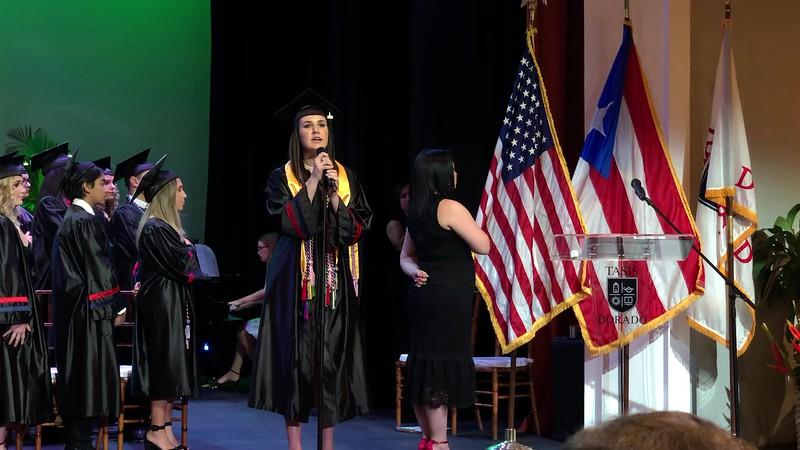 Maria Victoria Hayes canta el himno de Puerto Rico (Puerto Rico National Anthem)