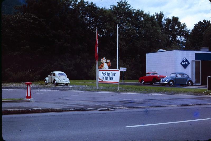 1965 08 AAT- German Esso sign.jpg