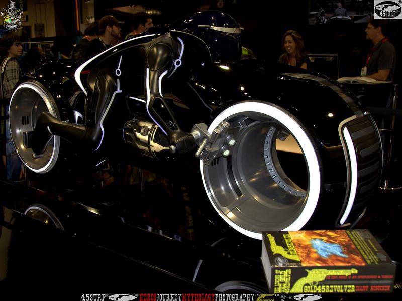 comic con gold 45 revolver the legend of the gold 45 revolver 399.,,.,.gr,.,..jpg