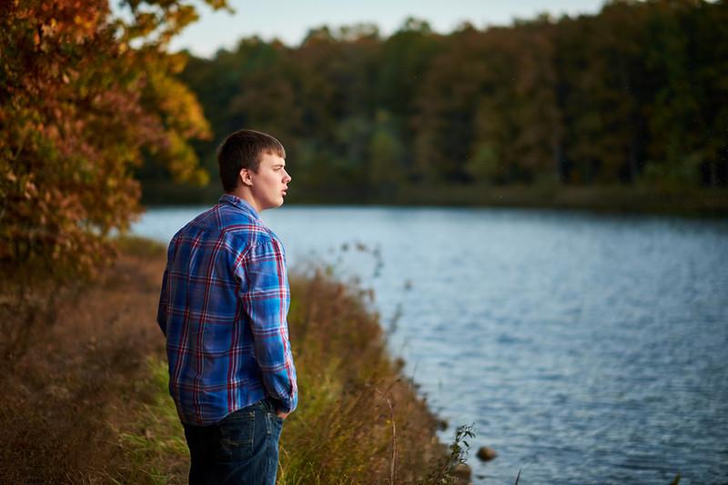 Rhyder-Senior-Portrait-Outdoors-Jefferson-City-MO-Blue-Photos-3.jpg