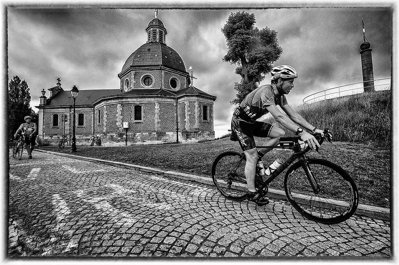 50404.5003.challenge.Fietsen-op de kapelmuur2.blog.jpg
