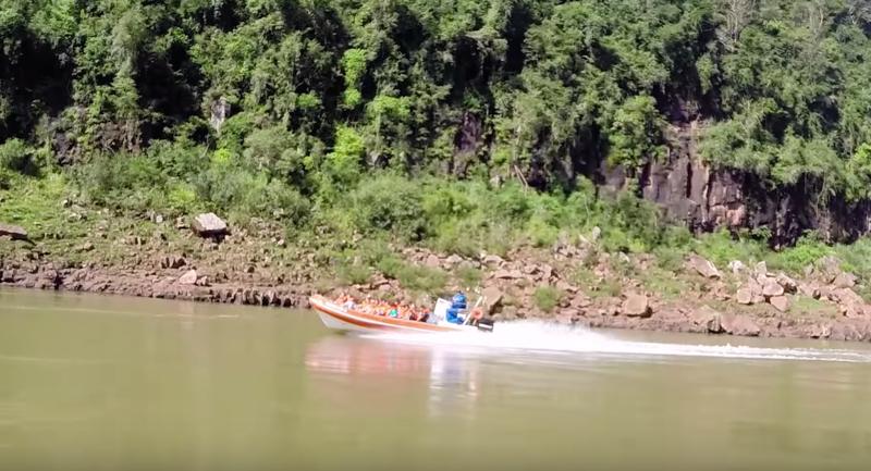 jet boat iguazu falls tour.png