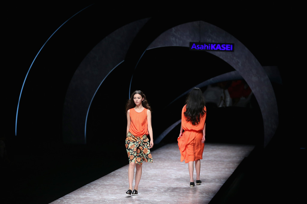 . Models showcase designs on the runway at Asahi Kasei Chinese Fashion Designer Creativity Award - Hei Lau Collection show during Mercedes-Benz China Fashion Week Spring/Summer 2015 at Beijing Hotel on October 26, 2014 in Beijing, China.  (Photo by Feng Li/Getty Images)