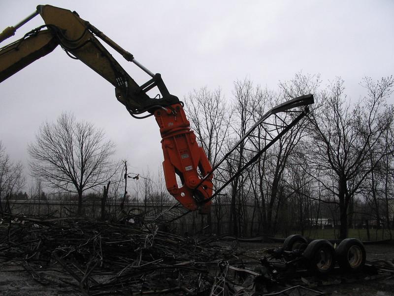 NPK M20K demolition shear on Cat excavator-C&D recycling (8).JPG