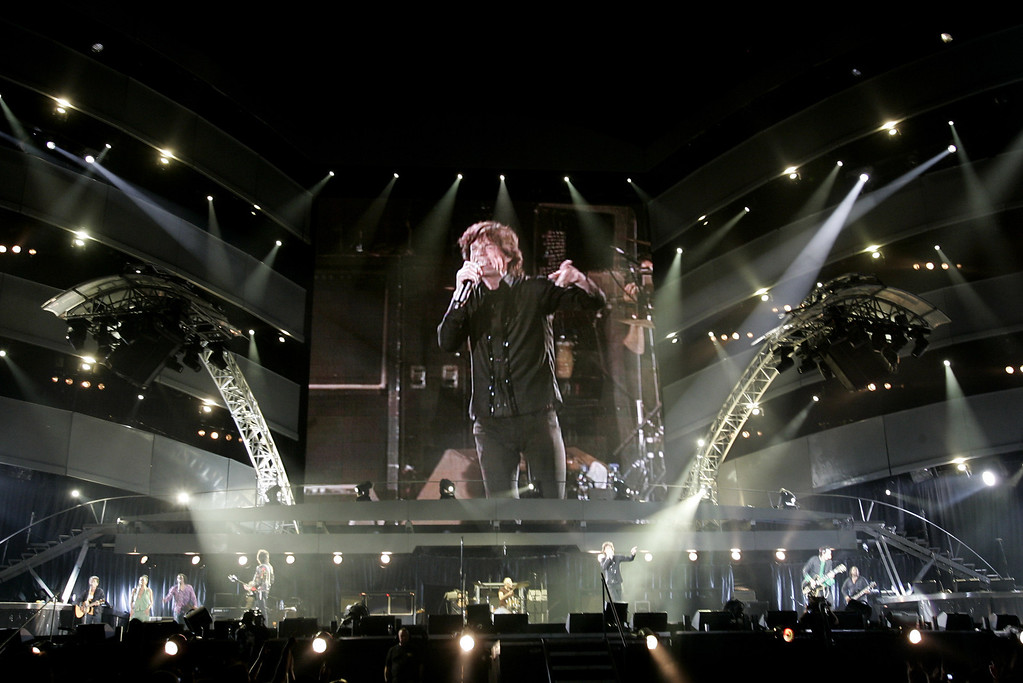 ". Mick Jagger performs during a concert of the Rolling Stones ""A Bigger Bang\"" European Tour, in Belgrade, Serbia, Saturday, July 14, 2007. (AP Photo/Darko Vojinovic)"
