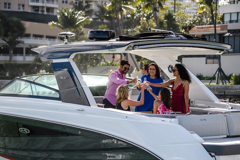 2020-SLX-R-400-e-Outboard-lifestyle-05.jpg