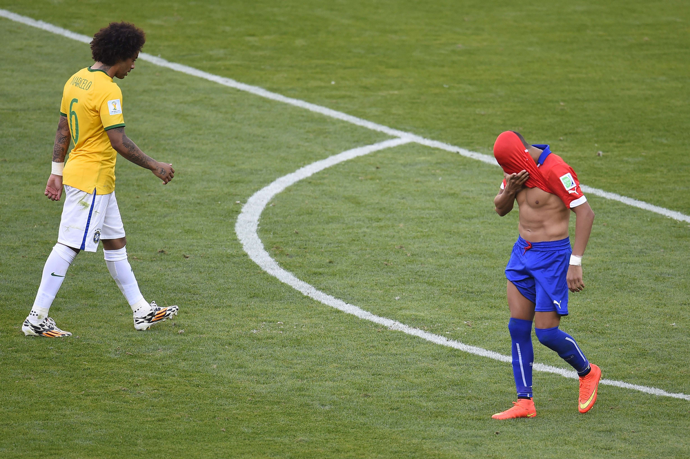 . Chile\'s forward Alexis Sanchez (R) reacts after missing a shot on goal as Brazil\'s defender Marcelo heads to take his shot during the penalty shoot out after extra-time in the Round of 16 football match between Brazil and Chile at The Mineirao Stadium in Belo Horizonte during the 2014 FIFA World Cup on June 28, 2014. (ODD ANDERSEN/AFP/Getty Images)