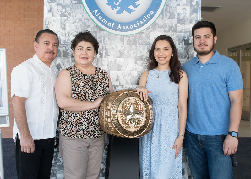 Ariana Garcia shows off her Islander ring with her family during the 2017 Ring Ceremony.