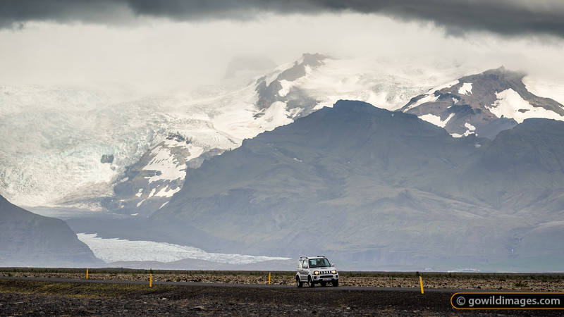 Skeiðarárjökull glacier reaches towards Road 1, below the peaks of the massive Vatnajökull glacier.