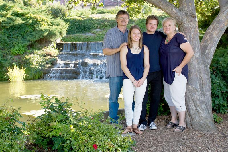 FamilyPortrait_8.20.16_10.jpg